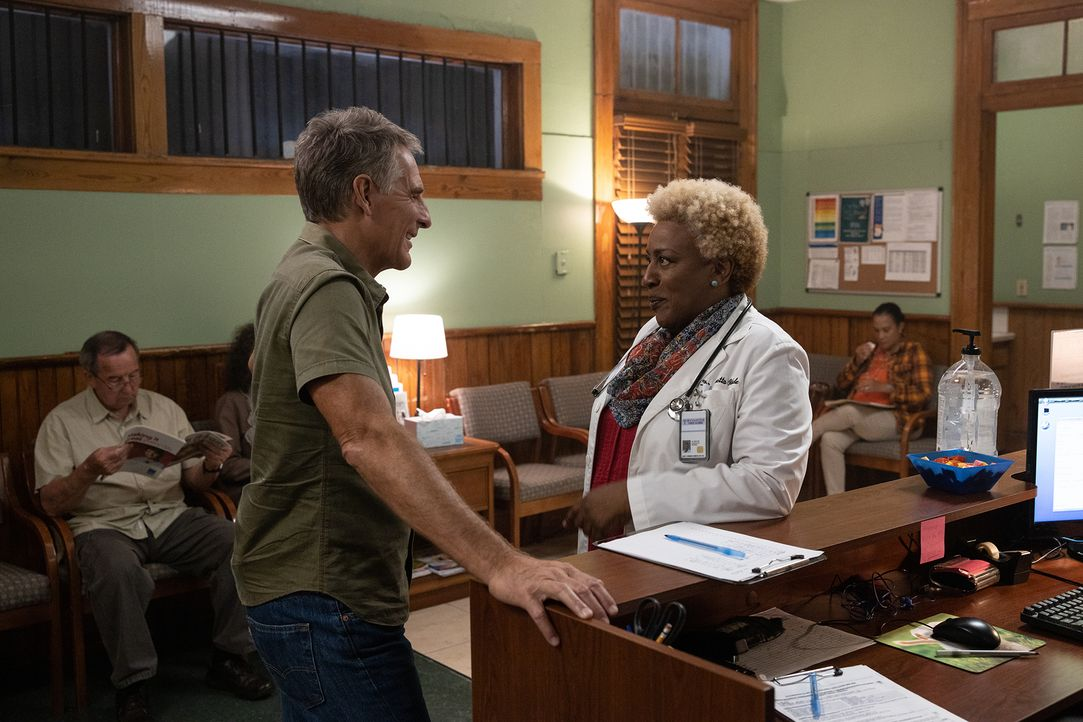 Dwayne Pride (Scott Bakula, l.); Loretta Wade (CCH Pounder, r.) - Bildquelle: Sam Lothridge 2019 CBS Broadcasting Inc. All Rights Reserved. / Sam Lothridge