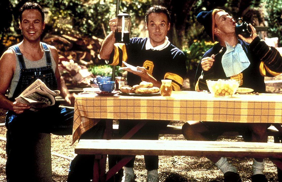 Dank seiner Klone Doug 1 (Michael Keaton, l.) und Doug 3 (Michael Keaton, r.) hat Doug Kinney (Michael Keaton, M.) wieder Zeit für sich und seine F... - Bildquelle: Columbia TriStar