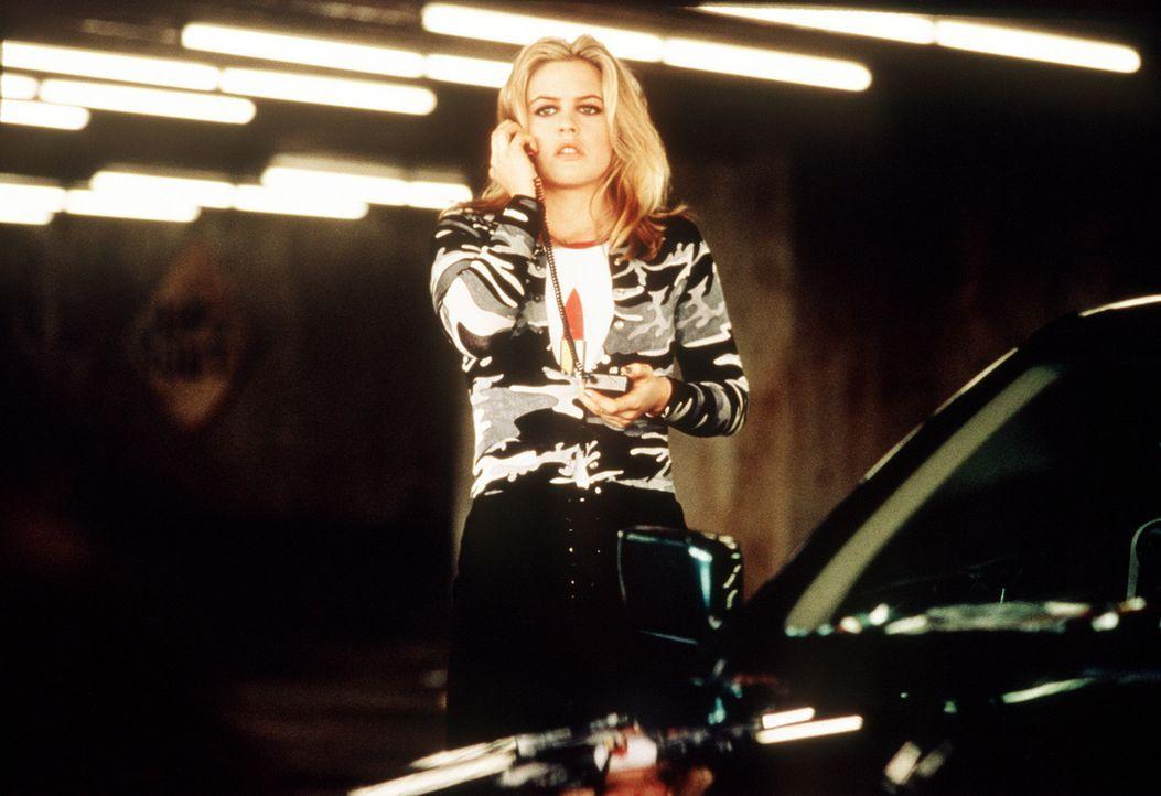 Emily Hope (Alicia Silverstone) ist reich und schön, aber ihre Eltern schenken ihr wenig Aufmerksamkeit. Deshalb schmiedet sie einen perfiden Plan... - Bildquelle: Columbia Pictures