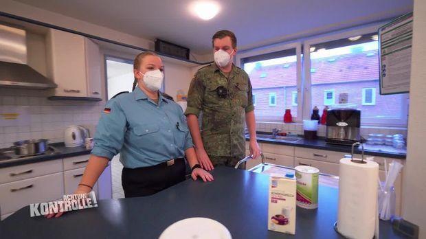 Achtung Kontrolle - Achtung Kontrolle! - Thema U.a.: Unterstützung Eines Seniorenheims - Bundeswehr Im Einsatz