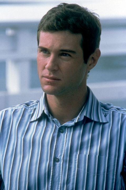 Michael (Tom Parker) ahnt, dass mit seiner Verlobten Alison irgendwas nicht stimmt und vertraut sich ausgerechnet Cassidy an, die den Betrug eiskalt... - Bildquelle: Copyright    2004 Cruel III Productions, LLC. All Rights Reserved.