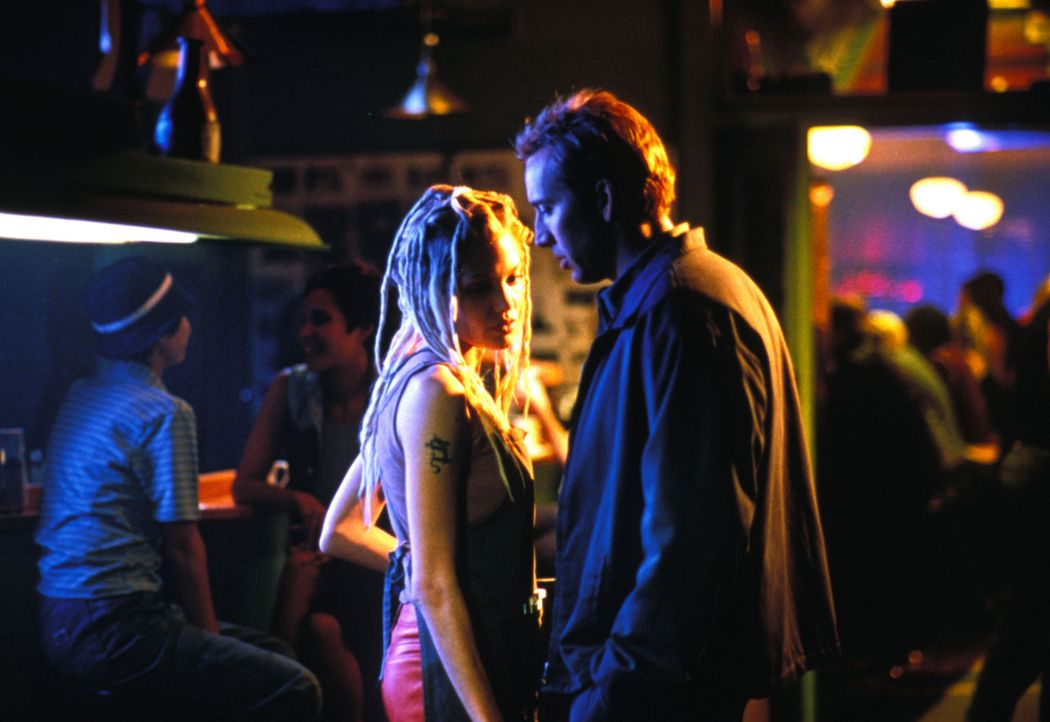 Memphis (Nicolas Cage, r.) und Sara (Angelina Jolie, l.) müssen in nur 72 Stunden 50 Luxusautos klauen, um Memphis' Bruder zu retten. Unglückliche... - Bildquelle: Touchstone Pictures