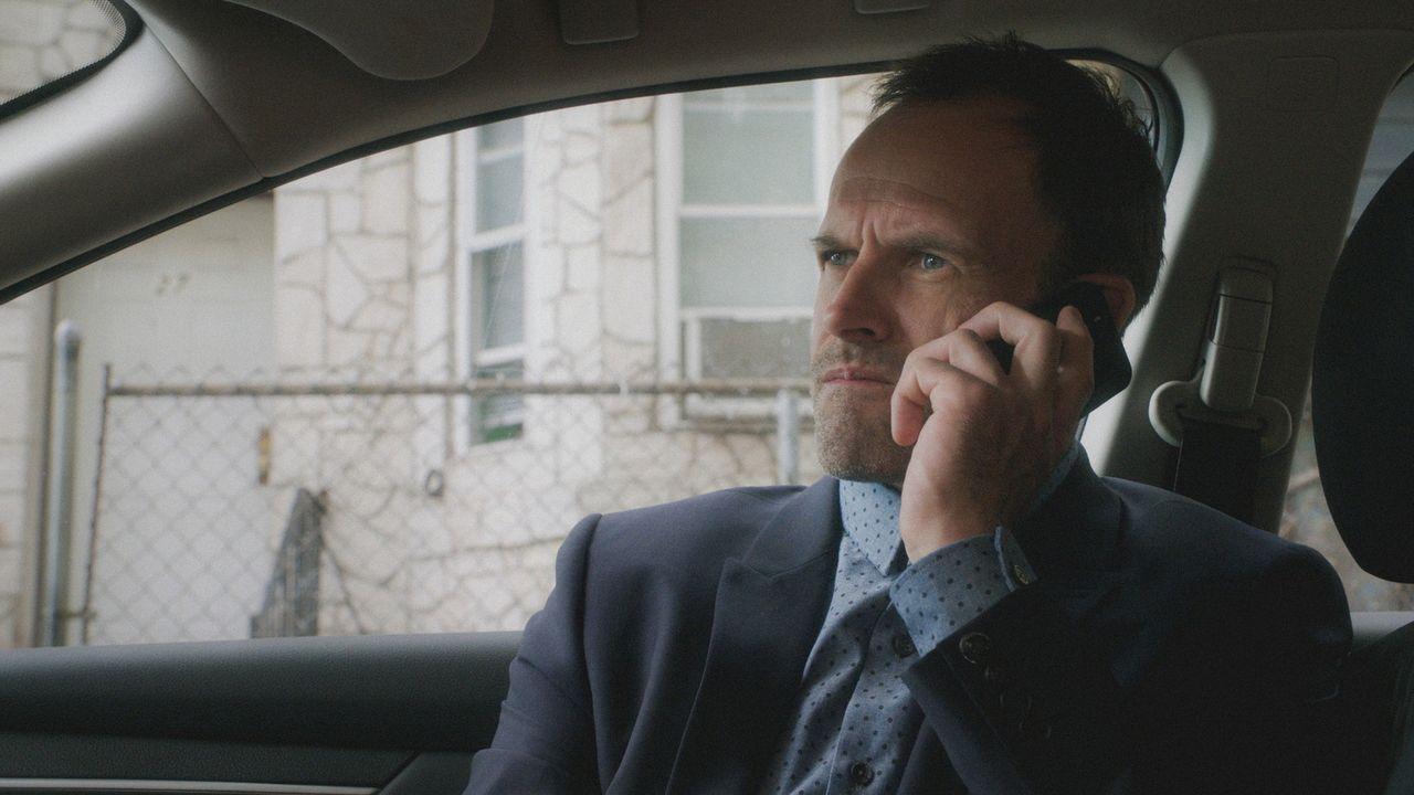 Sherlock (Jonny Lee Miller) steigert sich so sehr in seine neuen Ermittlungen, dass seine neurologische Genesung darunter leidet ... - Bildquelle: 2018 CBS Broadcasting, Inc. All Rights Reserved.