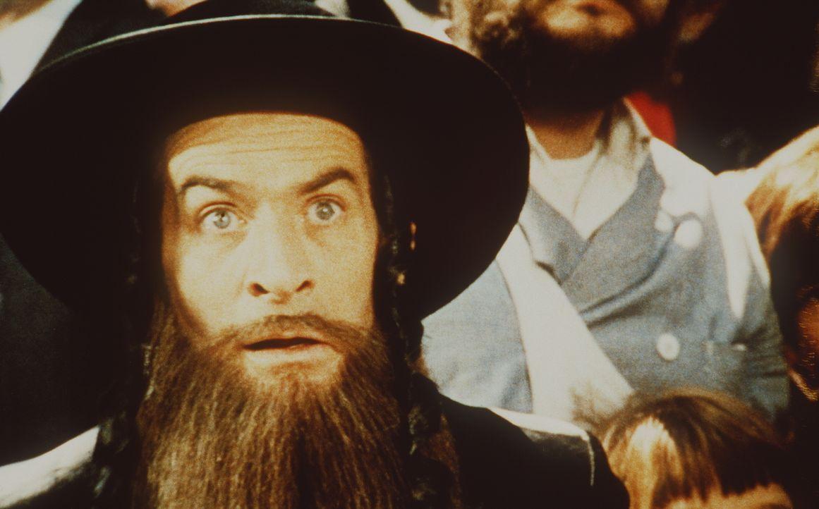 Schockierende Neuigkeiten: Pivert (Louis de Funès) alias Rabbi Jacob erfährt, dass er an orthodoxen Feierlichkeiten teilnehmen muss ... - Bildquelle: 20th Century Fox Film Corporation
