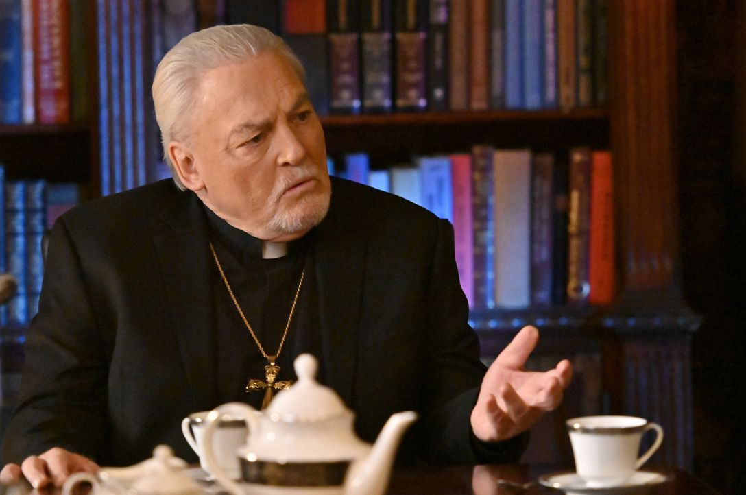 Erzbischof Kevin Kearns (Stacy Keach) - Bildquelle: John Paul Filo 2020 CBS Broadcasting Inc. All Rights Reserved. / John Paul Filo