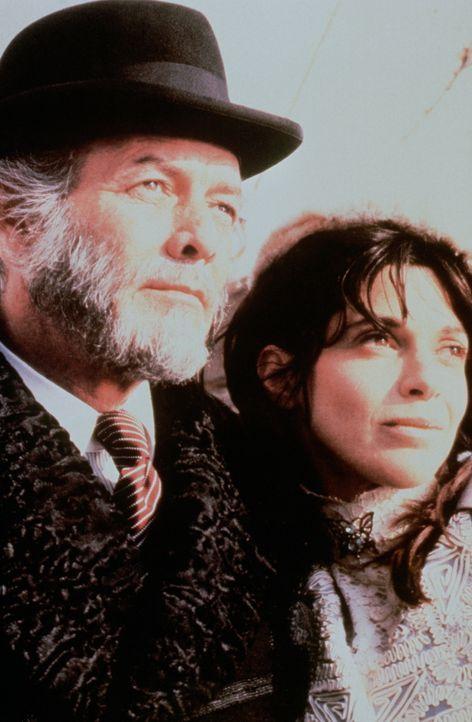 Der Millionär John Jacob Astor (David Janssen, l.) und seine Frau Madeline (Beverly Ross, r.) freuen sich schon auf die Fahrt mit der Titanic und ei... - Bildquelle: American Broadcasting Company