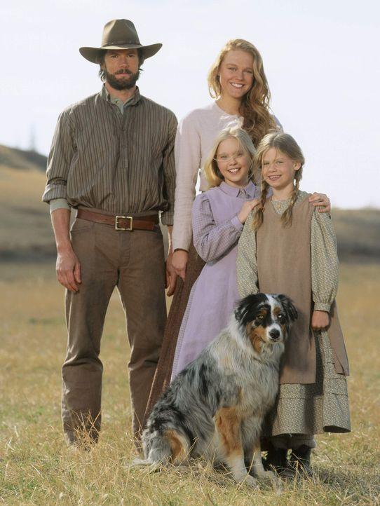 Charles Ingalls (Cameron Bancroft, l.), seine Frau Caroline (Erin Cottrell, hinten r.) und die beiden Töchter Laura (Kyle Chavarria, vorne r.) und... - Bildquelle: ABC, Inc.