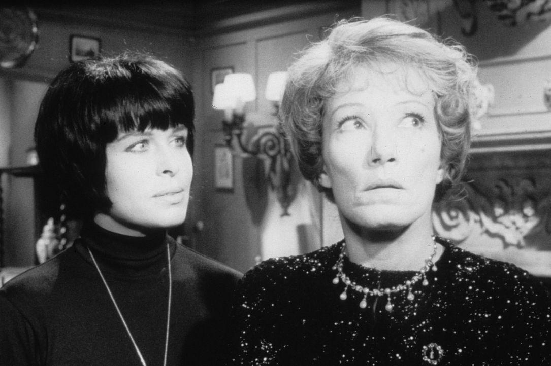 Lady Aston (Brigitte Horney, r.) und Margie Fielding (Barbara Rütting, l.) stehen beide auf der Opferliste des Hexers ... - Bildquelle: Constantin Film