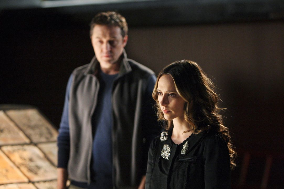 Mit Hilfe ihrer außergewöhnlichen Fähigkeit schafft es Melinda (Jennifer Love Hewitt,r.), dass der Geist von Rick (Currie Graham, l.) endlich ins Li... - Bildquelle: ABC Studios