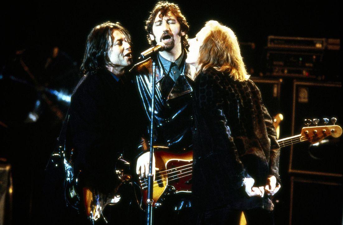 Eine Rock-Legende feiert die Auferstehung: Brian (Bruce Robinson, l.), Les (Jimmy Nail, M.) und Ray (Bill Nighy, r.) begeistern das Publikum ... - Bildquelle: Columbia Pictures