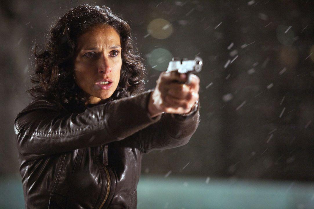 Endlich kann sich Ilsa an der Mörderin ihres Mannes rächen ... - Bildquelle: 2011  Warner Bros.