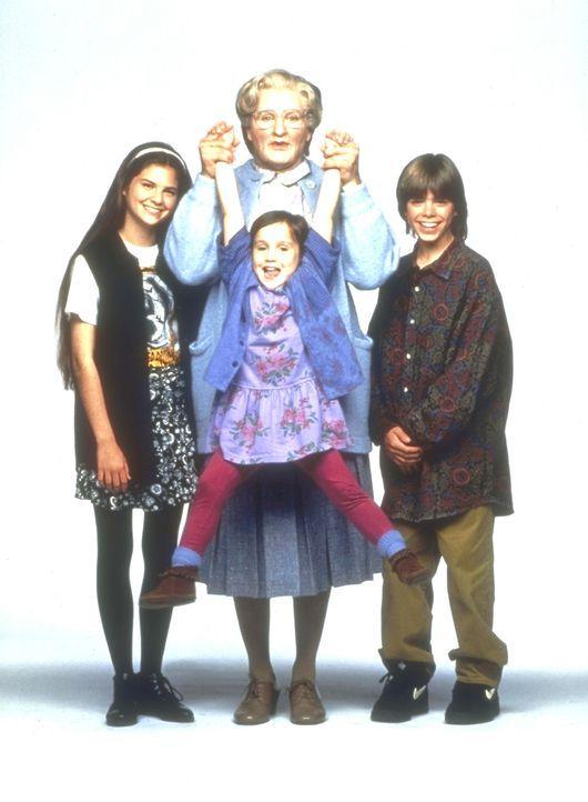Um seinen Kindern Lydia (Lisa Jakub, l.), Chris (Matthew Lawrence, r.) und Natalie (Mara Wilson, vorne M.) nahe sein zu können, wird aus Daniel Hill... - Bildquelle: 20th Century Fox