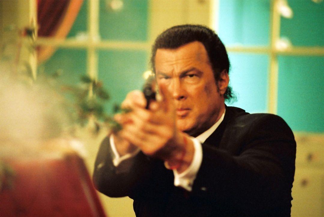 Kurz entschlossen und zu allem bereit, macht sich der Ex-Agent Billy Lancing (Steven Seagal) auf den Weg ins Ausland, um das Mädchen zu befreien. D... - Bildquelle: Franchise Pictures