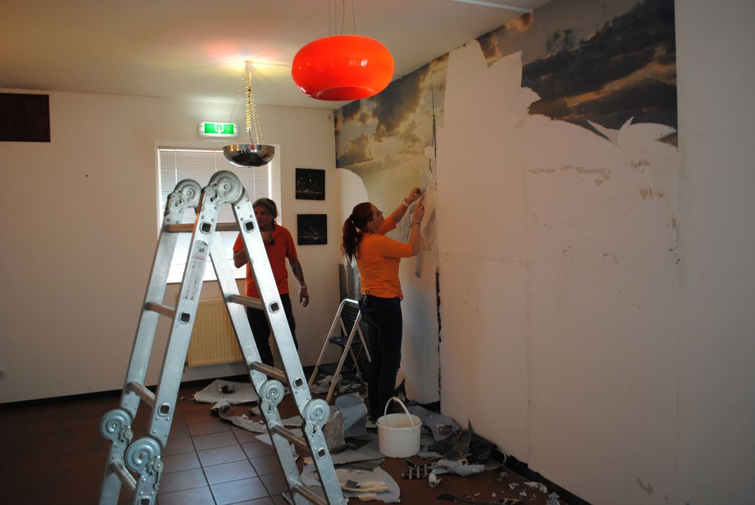 """Sternekoch Frank Rosin ist in der 1.200-Seelen-Gemeinde Beutelsbach in Niederbayern zugange. Im """"Roadhouse"""" wird dringend seine Hilfe gebraucht ... - Bildquelle: kabel eins"""