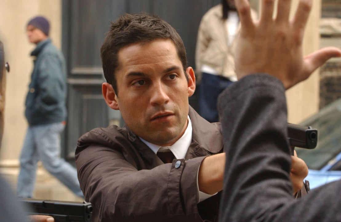 Steht Danny (Enrique Murciano, l.) nun dem wahren Serienkiller gegenüber? - Bildquelle: Warner Bros. Entertainment Inc.