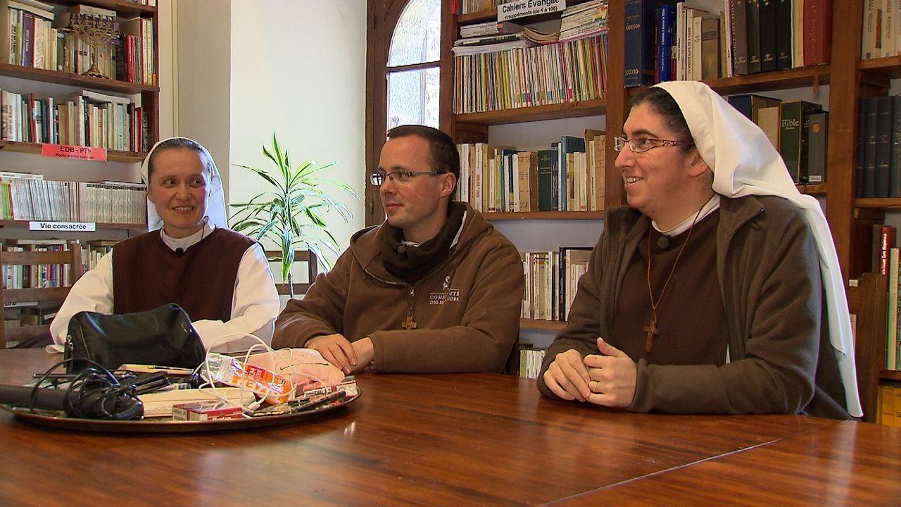 Ab ins Kloster! - Rosenkranz statt Randale - Bildquelle: Kabel Eins