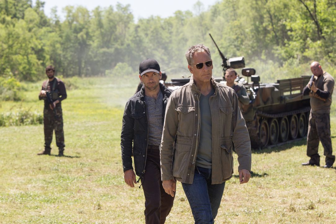 Special Agent Christopher LaSalle (Lucas Black, l.); Special Agent Dwayne Pride (Scott Bakula, r.) - Bildquelle: Sam Lothridge 2018 CBS Broadcasting Inc. All Rights Reserved. / Sam Lothridge