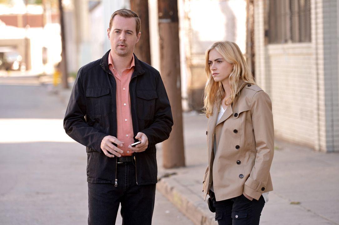 Als ein Marinefotograf verschwindet, müssen McGee (Sean Murray, l.) und Bishop (Emily Wickersham, r.) seine Spur finden - nicht nur, weil er kurz da... - Bildquelle: CBS Television