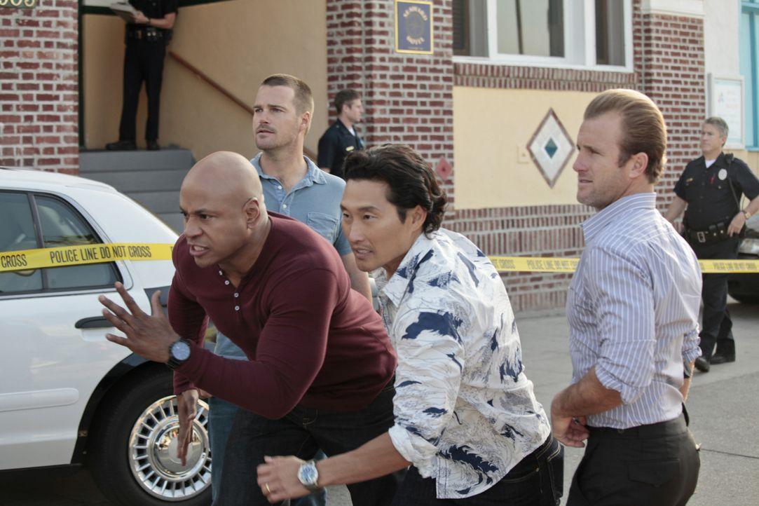Als der Hauptverdächtige in einem Fall mit einem tödlichen Virus von Hawaii nach Los Angeles wechselt, versuchen Callen (Chris O'Donnell, 2.v.l.), S... - Bildquelle: CBS Studios Inc. All Rights Reserved.