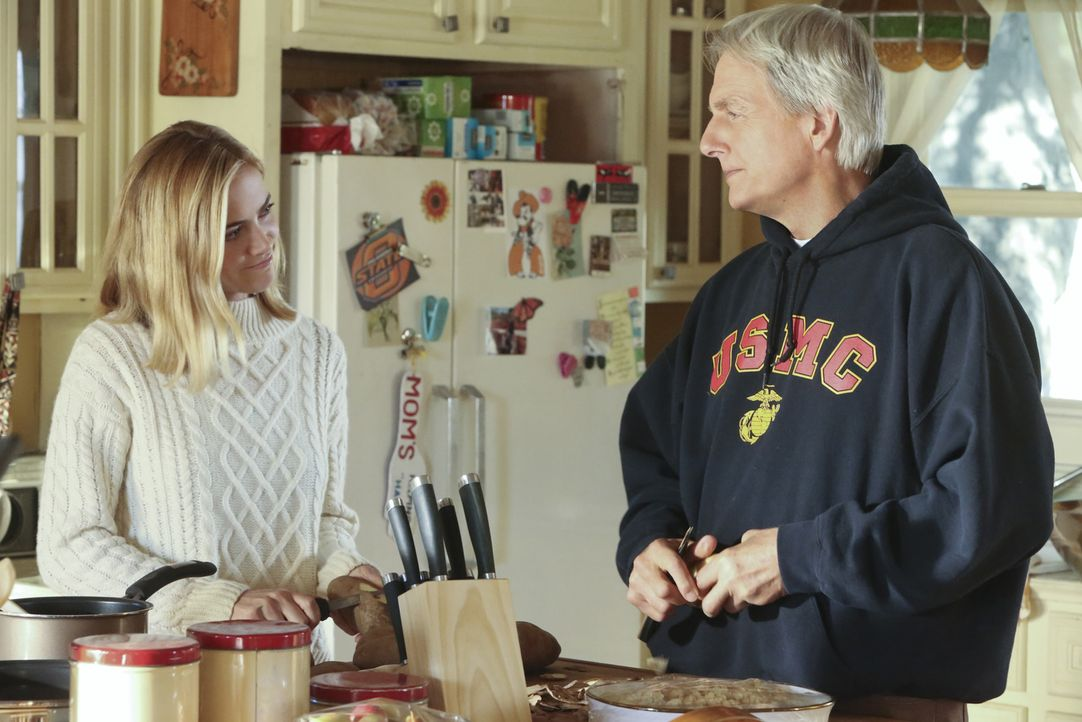 Bishop (Emily Wickersham, l.) kehrt nach Oklahoma zurück, um in ihrer Heimat etwas den Kopf freizubekommen. Unterstützung erhält sie dabei von Gibbs... - Bildquelle: Patrick McElhenney CBS Television