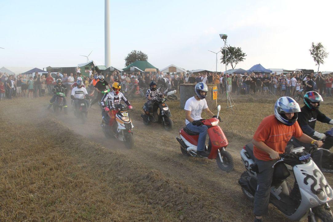 """Das 24 Stunden-Rollerrennen: """"Abenteuer Auto"""" begleitet das Team von """"MOTO-Eck"""", das nun seit drei Jahren das außergewöhnliche Roller-Spektakel or... - Bildquelle: kabel eins"""