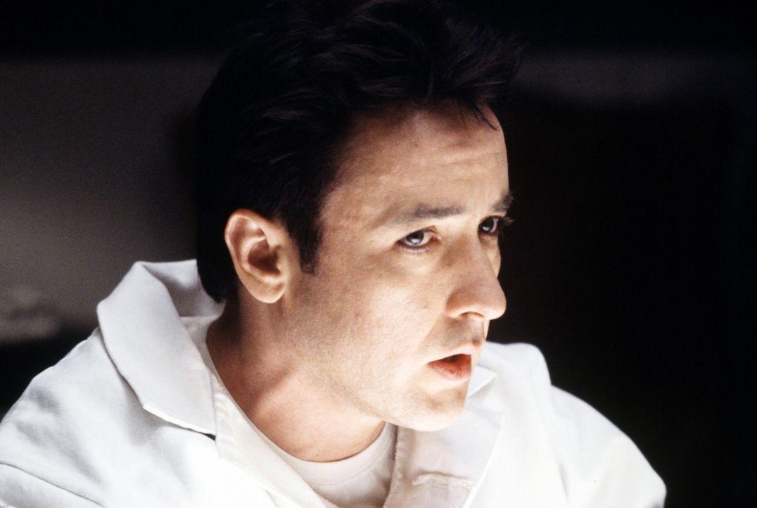 Ed (John Cusack) versucht stets Ruhe und einen klaren Kopf zu bewahren ... - Bildquelle: 2003 Sony Pictures Television International. All Rights Reserved.
