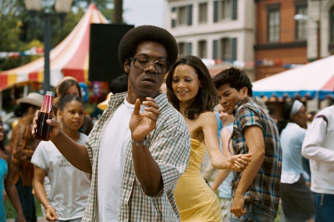 Als plötzlich Norbits (Eddie Murphy, l.) alte Flamme Kate (Thandie Newton, M.r.) wieder auftaucht, fahren seine Gefühle Achterbahn. Kate ist mittler... - Bildquelle: 2007 DREAMWORKS LLC. All Rights Reserved.