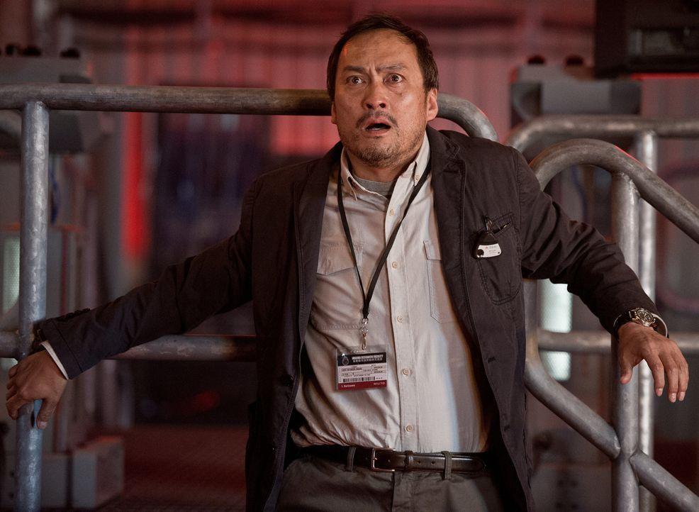 Als ein riesiger urzeitlicher Kokon zum Leben erwacht, erlebt Dr. Ichiro Serizawa (Ken Watanabe) eine todbringende Überraschung, die kein Ende zu fi... - Bildquelle: 2014 © Warner Bros.