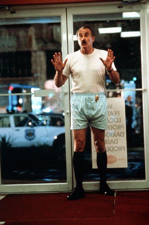 Dem Polizisten Burt Simpson (Dabney Coleman) wird kurz vor seiner Pensionierung fälschlicherweise mitgeteilt, dass er nur noch zwei Wochen zu leben... - Bildquelle: ITV plc (Granada International)