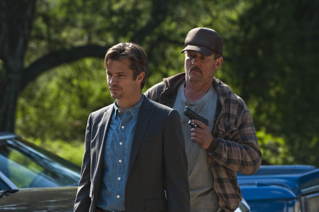 Gerät mal wieder eine ziemlich brenzlige Situation: Raylan Givens (Timothy Olyphant) - Bildquelle: 2010 Sony Pictures Television Inc. and Bluebush Productions, LLC. All Rights Reserved.