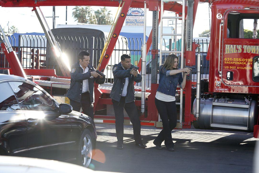 Werden sie den Täter fassen können, der ganz offensichtlich Richard Castle entführt hat? Ryan (Seamus Dever, l.), Esposito (Jon Huertas, M.) und Kat... - Bildquelle: Kelsey McNeal ABC Studios