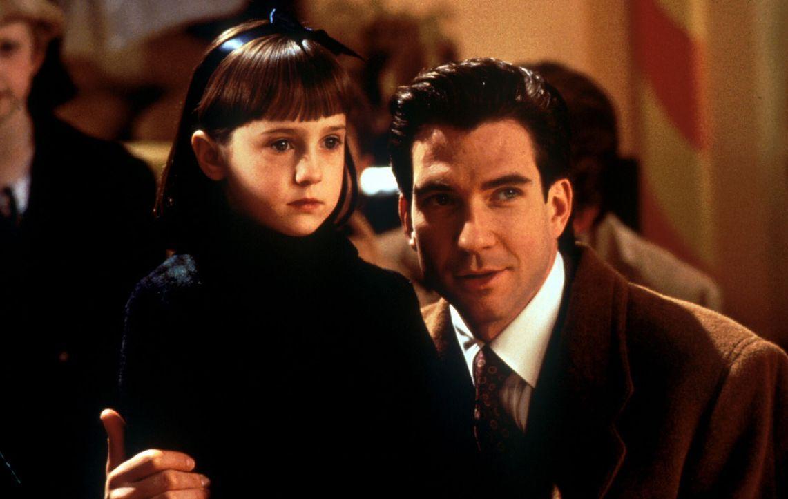 Der Glaube versetzt Berge: Susan (Mara Wilson, l.) ist felsenfest von Kriss Kringle als einzig wahrer Weihnachtsmann überzeugt. Deshalb soll Bryan (... - Bildquelle: 20th Century Fox