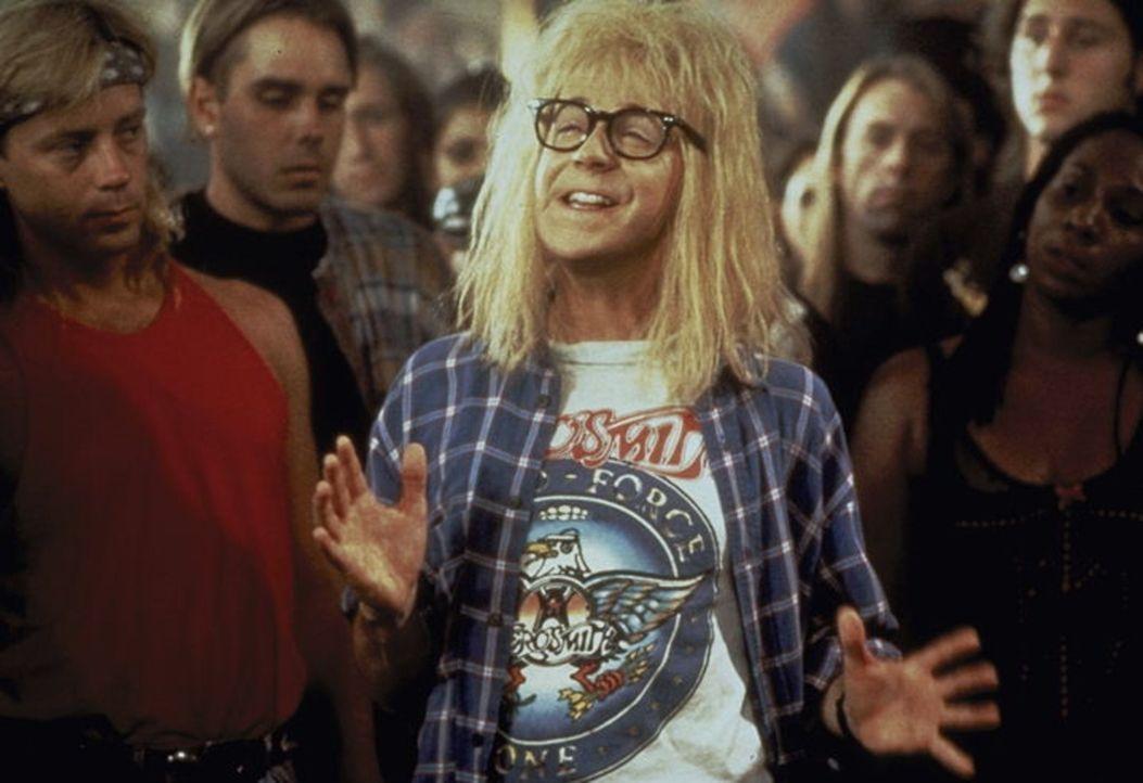 Bald steckt Garth Algar (Dana Carvey) mitten in den Vorbereitungen für seinen großen Auftritt ... - Bildquelle: Paramount Pictures