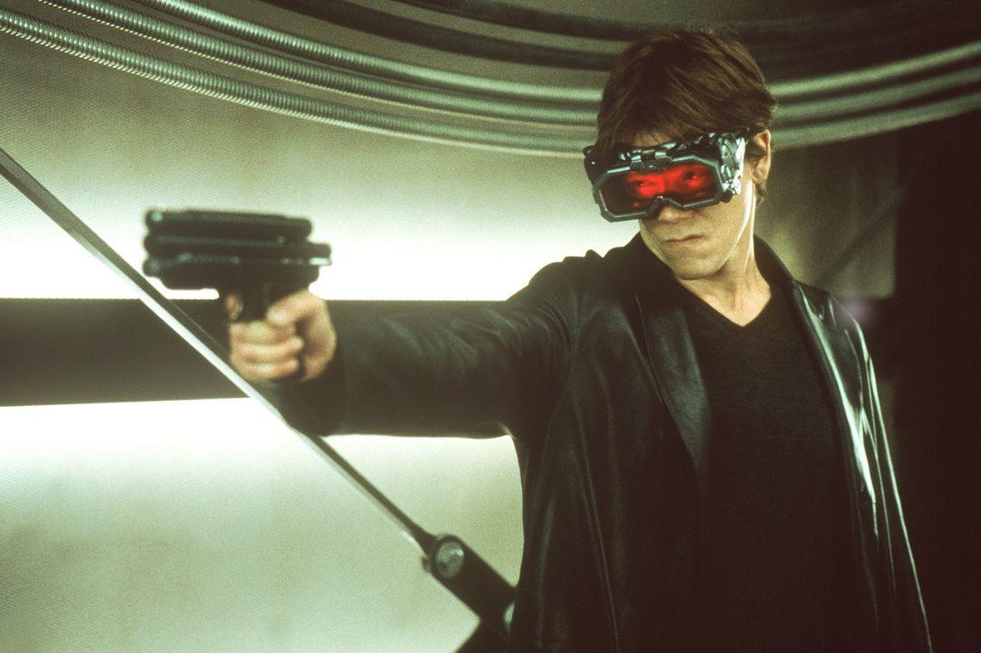 Als geisteskranker Mörder will der unsichtbare Caine insbesondere seinem Kollegen Matthew (Josh Brolin) ans Leder. Doch dieser weiß sich durchaus... - Bildquelle: Columbia Pictures