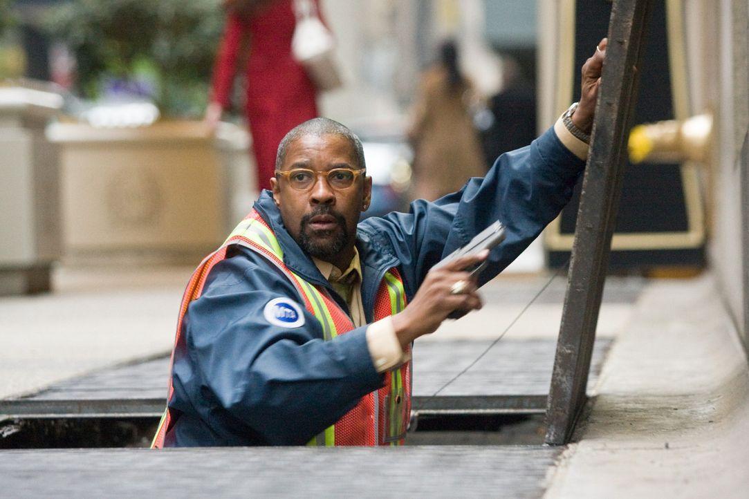 Heftet sich an die Fersen der brutalen Gangster: Fahrdienstleiter Walter Garber (Denzel Washington), der sich im Tunnelsystem der U-Bahn bestens aus... - Bildquelle: 2009 Columbia Pictures Industries, Inc. and Beverly Blvd LLC. All Rights Reserved.