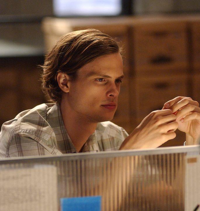 Der kluge Kopf des Teams, Dr. Spencer Reid (Matthew Gray Gubler), entdeckt, dass der Brandstifter unter einer Zwangsneurose leidet und alles in Drei... - Bildquelle: Touchstone Television