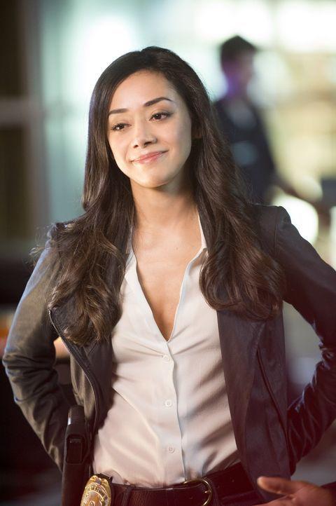Carters ehemaliger Partnerin Didi Diaz (Aimee Garcia) arbeitet im Innendienst und steht bei den Ermittlungen mit Rat und Tat zur Seite ... - Bildquelle: Warner Brothers
