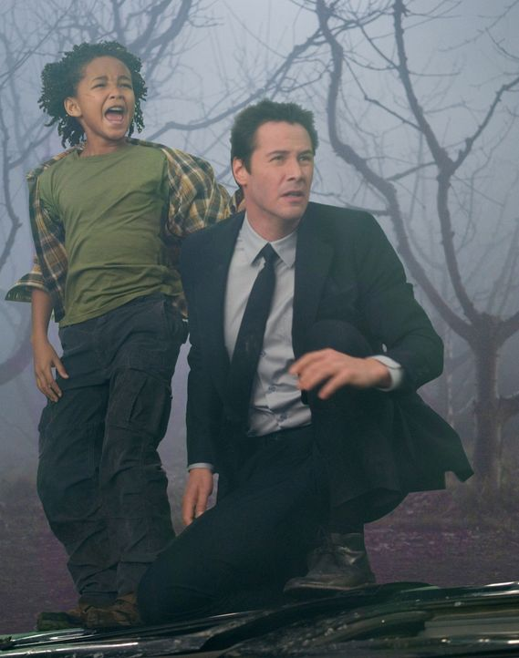Jacob Benson (Jaden Smith, l.); Klaatu (Keanu Reeves, r.) - Bildquelle: 2008 Twentieth Century Fox Film Corporation. All rights reserved.