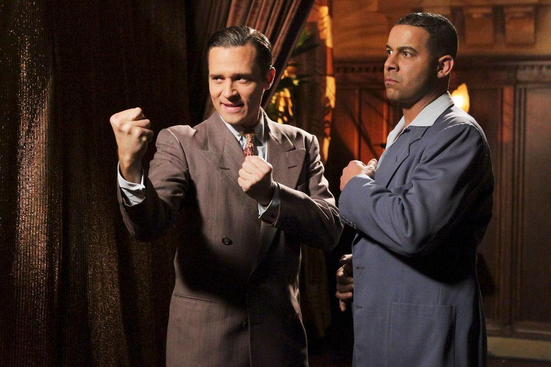 Auch seine Kollegen Kevin Ryan (Seamus Dever, l.) und Javier Esposito (Jon Huertas, r.) bekommen eine Rolle in Castles Kopf-Kino ... - Bildquelle: 2011 American Broadcasting Companies, Inc. All rights reserved.