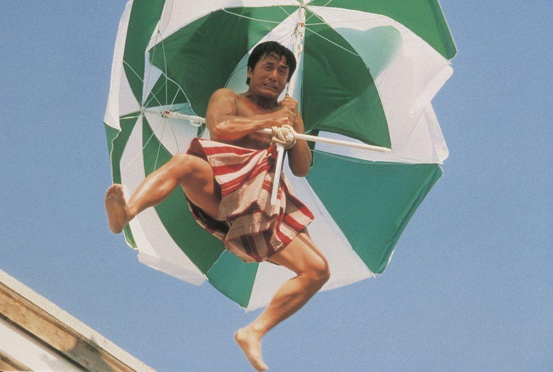 Eines Tages gerät der harmlose Sportartikelverkäufer Buck Yuen (Jackie Chan) mitten zwischen die Fronten eiskalter internationaler Terroristen und... - Bildquelle: Miramax Films