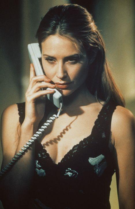 Schon bald erkennt Alice (Claire Forlani), dass die Firma ''NURV-Konzerns'' von Gary Winston ein überaus gefährliches Ziel verfolgt ... - Bildquelle: 2000 - Metro Goldwyn Mayer