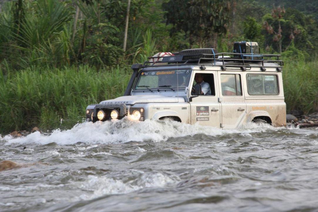 """Die """"Land Rover Experience Tour"""" führt seine furchtlosen Teilnehmer über die Anden, durch den Regenwald Amazoniens und vorbei am Titicacasee. - Bildquelle: kabel eins"""