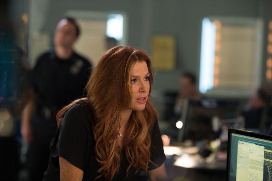 Während Carrie (Poppy Montgomery) und das Team versuchen, die vielen Geheimnisse des Mordopfers offenzulegen, wird der Kreis der Verdächtigen immer... - Bildquelle: 2014 Broadcasting Inc. All Rights Reserved.