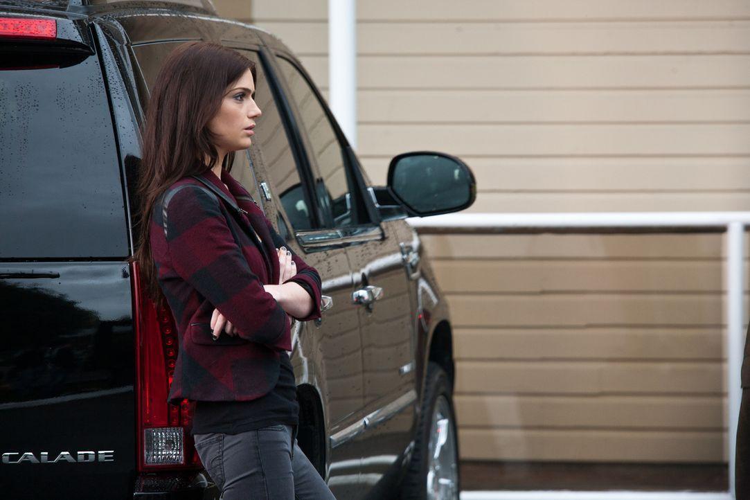 Ames (Janet Montgomery) kann nicht glauben, dass ihr neuer Klient sich an nichts mehr erinnern kann ... - Bildquelle: 2011  Warner Bros.