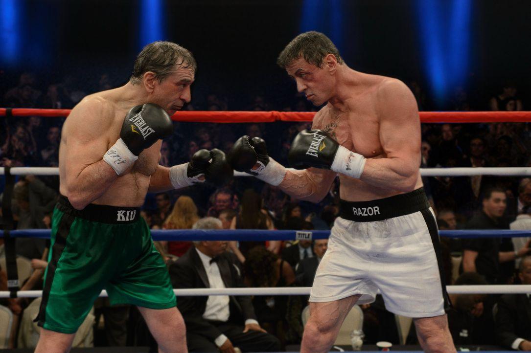 """Nach über 30 Jahren sollen die Ex-Boxer Billy """"The Kid"""" McDonnen (Robert De Niro, M.) und Henry """"Razor"""" Sharp (Sylvester Stallone, r.) noch einmal g... - Bildquelle: 2013 Warner Brothers"""