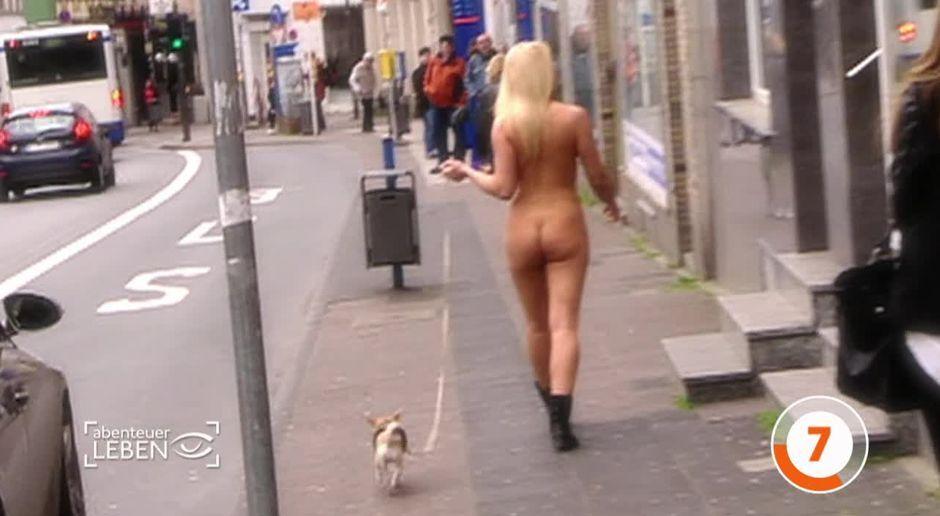 Straße nackte frauen auf der Die Frau