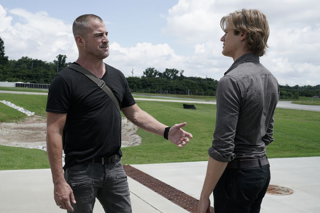Jack Dalton (George Eads, l.); MacGyver (Lucas Till, r.) - Bildquelle: Jace Downs 2018 CBS Broadcasting, Inc. All Rights Reserved. / Jace Downs