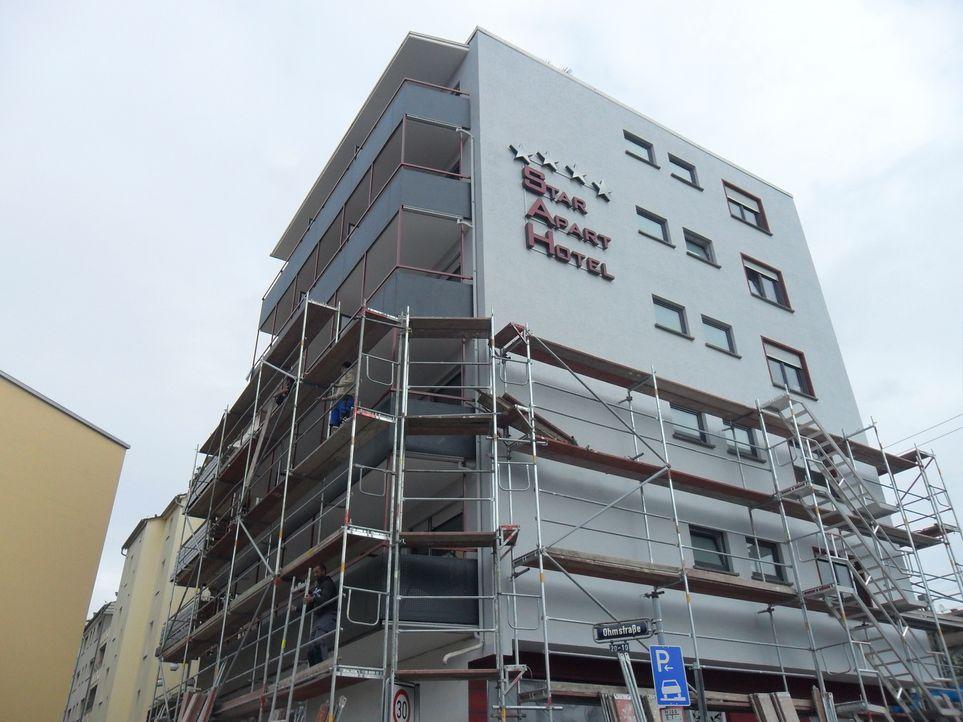 In nur 50 Tagen soll aus einem heruntergekommenen Hotel eine Herberge der Extraklasse werden. Eine gewaltige Aufgabe, die sich die Bauherren da gest... - Bildquelle: kabel eins