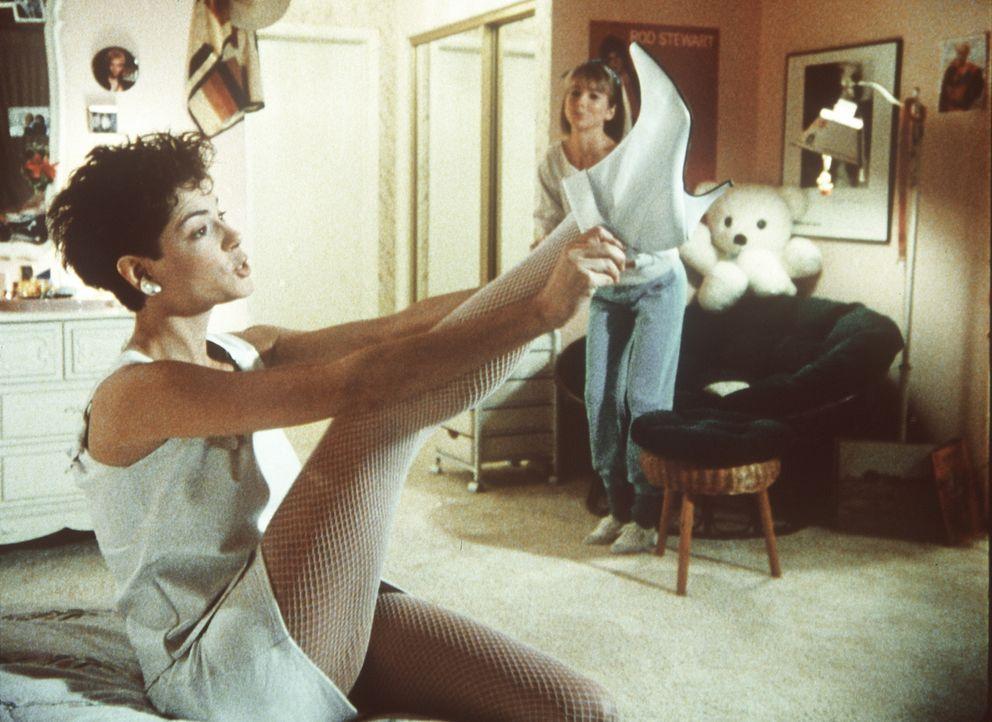 Um bei einem Reportagewettbewerb die gleichen Chancen wie ihre männlichen Kollegen zu erhalten, verwandelt sich die attraktive Terry (Joyce Hyser) i... - Bildquelle: Columbia Pictures