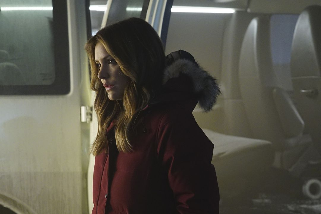 Wird die Beziehung zwischen Paige (Katharine McPhee) und Walter die Mission beeinflussen? - Bildquelle: Monty Brinton 2017 CBS Broadcasting, Inc. All Rights Reserved.